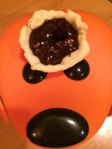 Mici tarte cu cremă de ciocolată şi caramel sărat