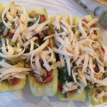 Dovlecei umpluţi cu legume şi brânză cu mucegai