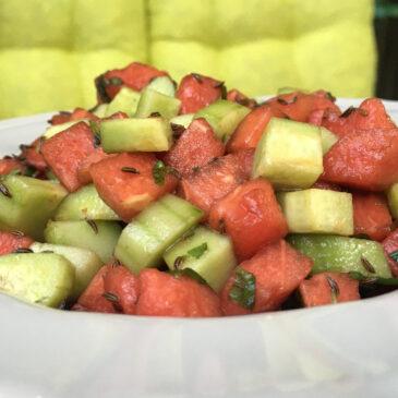 Salată de pepene roşu şi castraveţi